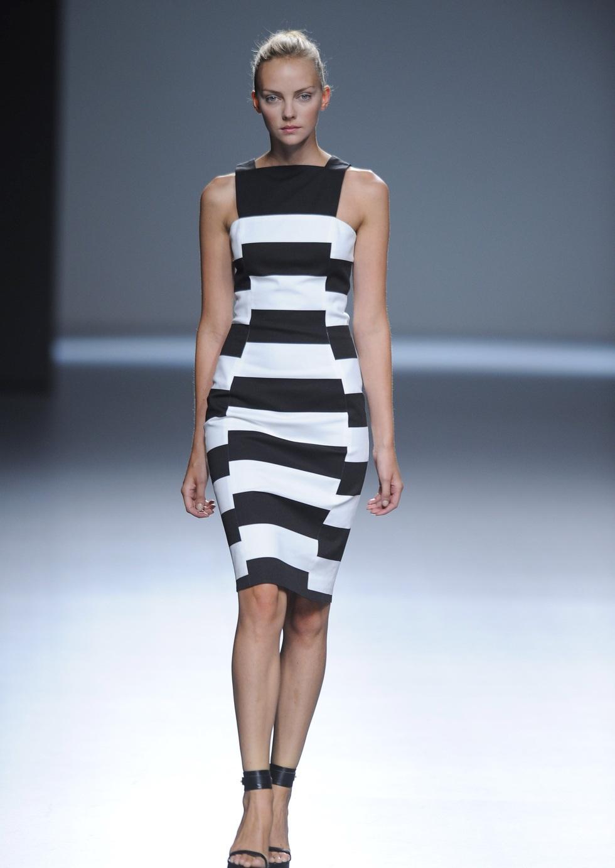 blanco y negro elegante combinaci243n mujer chic