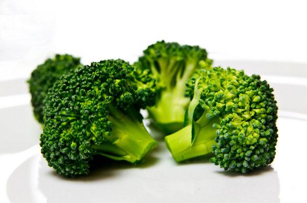 El-brocoli-podria-ser-benefici_54379835367_53389389549_600_396