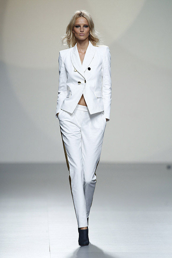 Tendencias-Moda-Madrid-Fashion-Week-primavera-verano-2014-traje-blanco-teresa-helbig