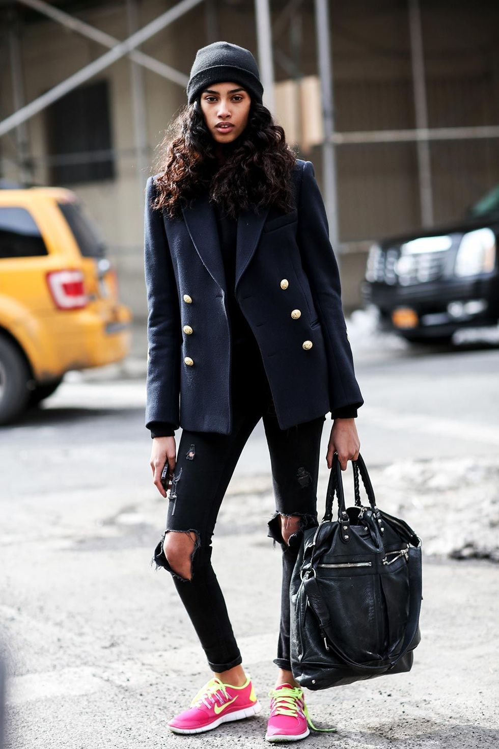 new-york-fashion-week-autum-winter-2014-street-style-trends-ripped-jeans-05
