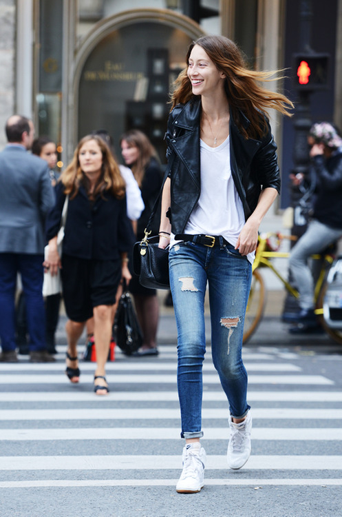 stylish-model-fashion-outfits-female-jeans