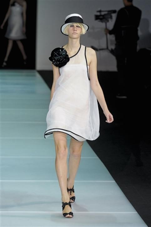Vestidos-blanco-y-negro-Armani-2012-23