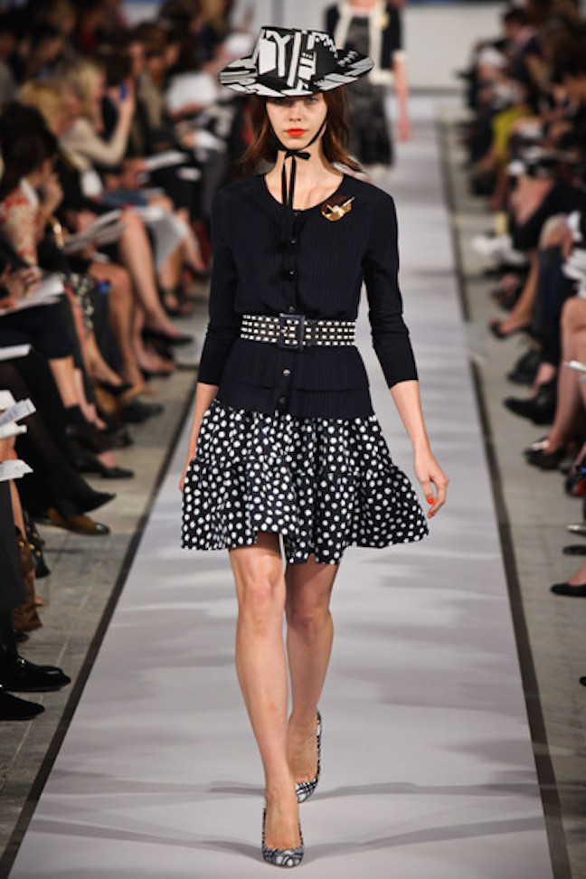 Oscar+de+la+Renta+2012+Resort+Collection+Runway+XTwl-_PG1tel