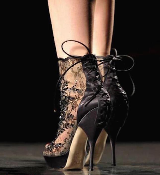 zapato negro de encaje-003