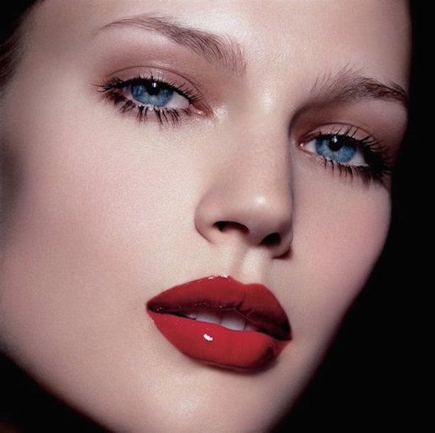maquillaje-con-labios-rojos