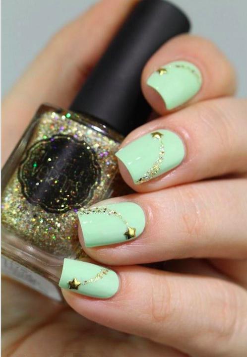 uñas decoradas con dorado