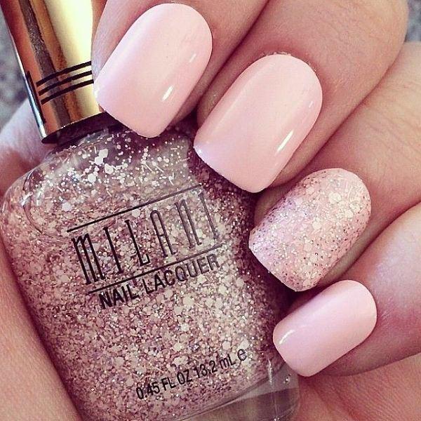 uñas-cortas-color-rosa-con-efectos