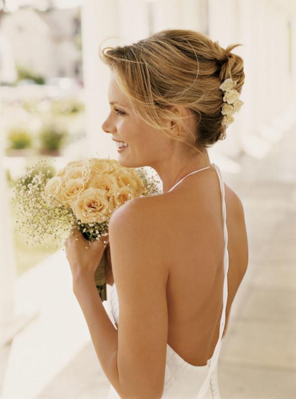 peinados-de-novia-2016-corto-flores-600x807