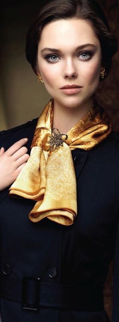 pañuelo anudado al cuello