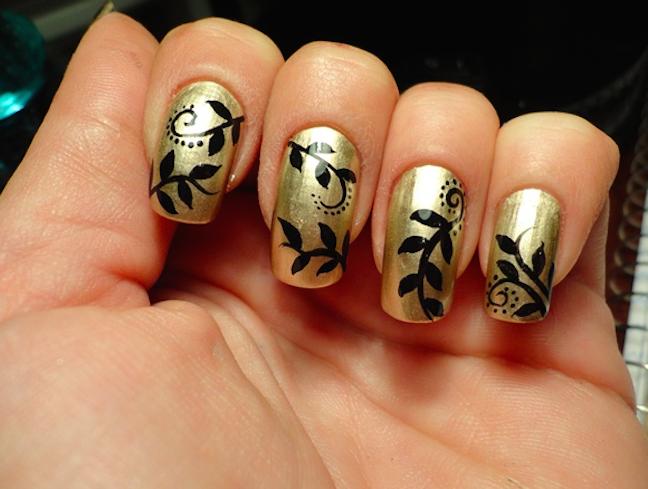 diseño de uñas con negro