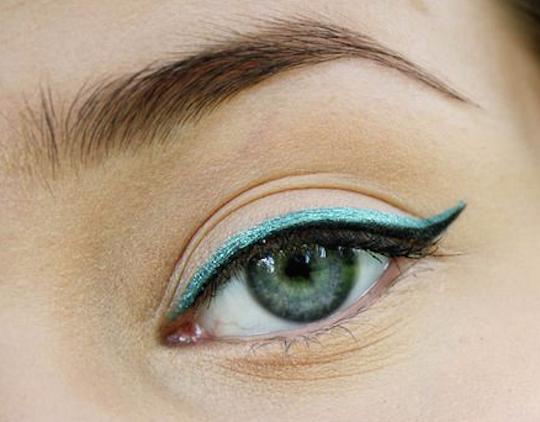 linea color azul aqua para ojos