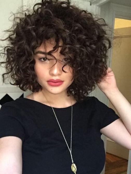 Como Cuidar El Pelo Rizado 50 Estilos De Peinados Sexys Y - Cabello-ondulado-corto